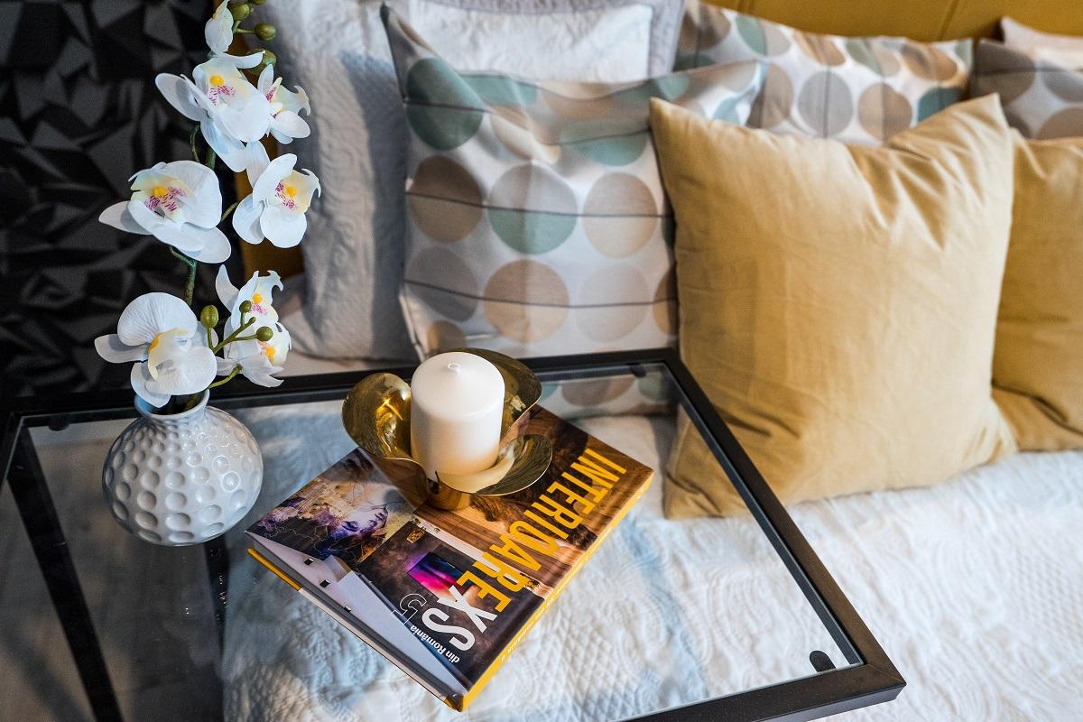 Foloseste dormitorul pentru activitati care tin de relaxare – un album plin de inspiratie si frumos inlocuieste cu succes un televizor :)
