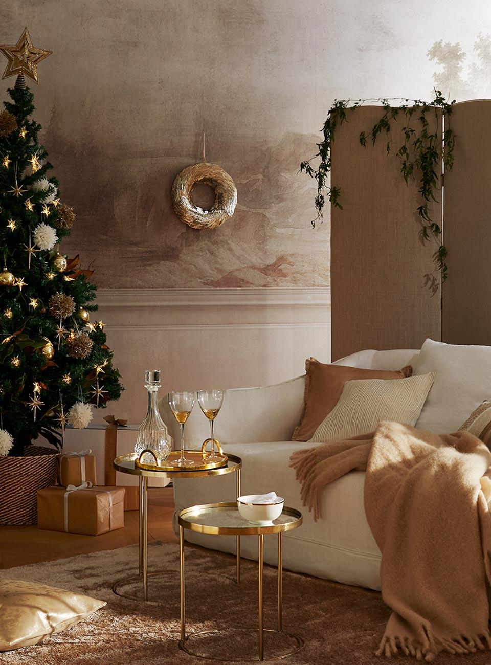 Decoratiuni de Craciun cu Accente Metalice - Zara Home